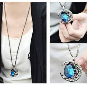 Vampire diaries cresent moon necklace NWT blue